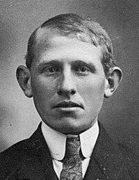 Portrait Klaas van Wijngaarden geb 1902.jpg