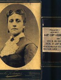 Margaretha Cornelia Voorrips met grafzerk